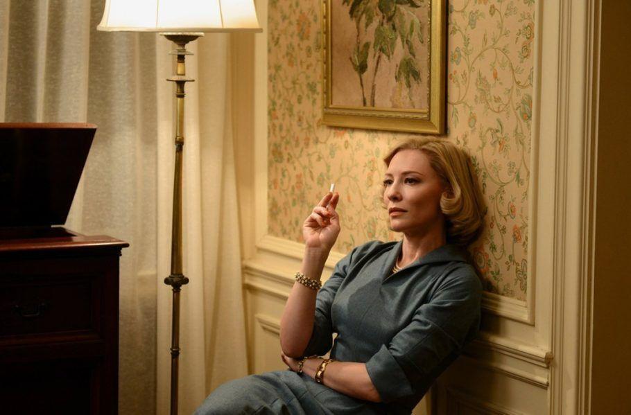 Cate Blanchett interpreta Carol, no longa LGBT homônimo, dirigido por Todd Haynes e baseado no livro