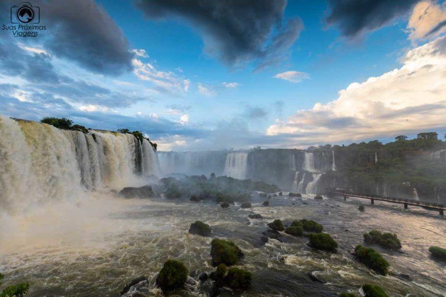 Vista do amanhecer nas Cataratas do Iguaçu