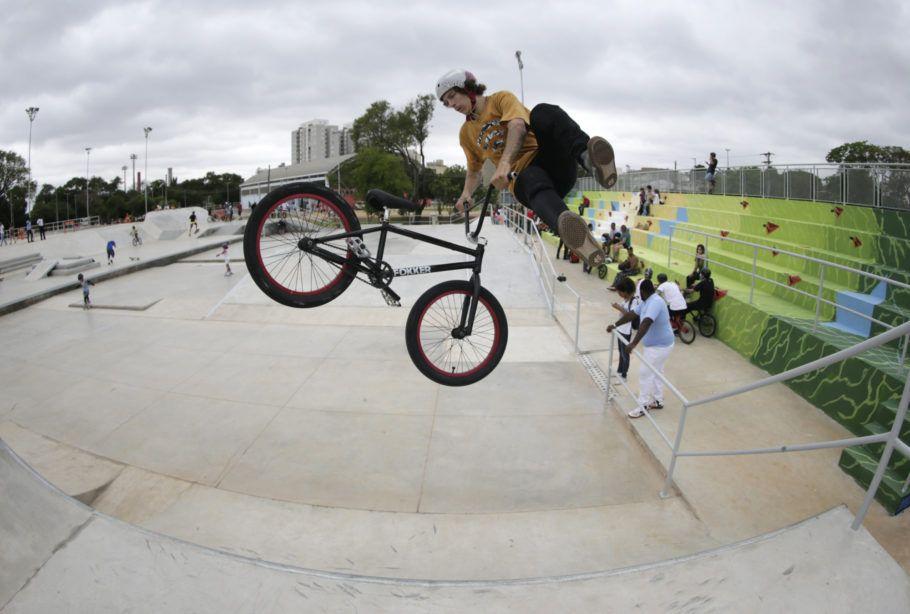 Pista para prática de bike no Centro de Esportes Radicais, no Bom Retiro