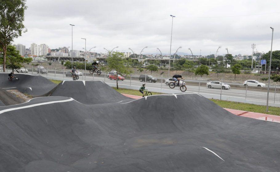 Pista de pump track no Centro de Esportes Radicais no Bom Retiro