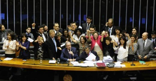 Deputados querem acabar com cota de candidatas mulheres