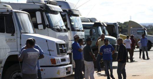 Governo vai se reunir com caminhoneiros para evitar greve