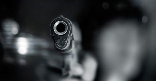 Mulher é baleada diversas vezes dentro de casa por um homem