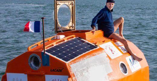 Francês tenta cruzar oceano Atlântico em um 'barril'