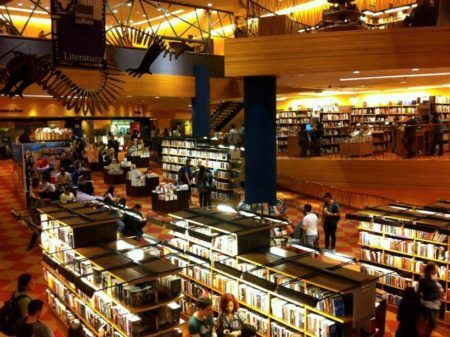 Na Livraria Cultura do Conjunto Nacional você encontra uma área enorme para ler com tranquilidade
