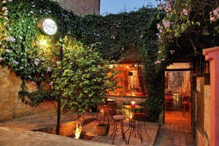 O Madeleines Jazz Bar mora no coração da Vila Madá