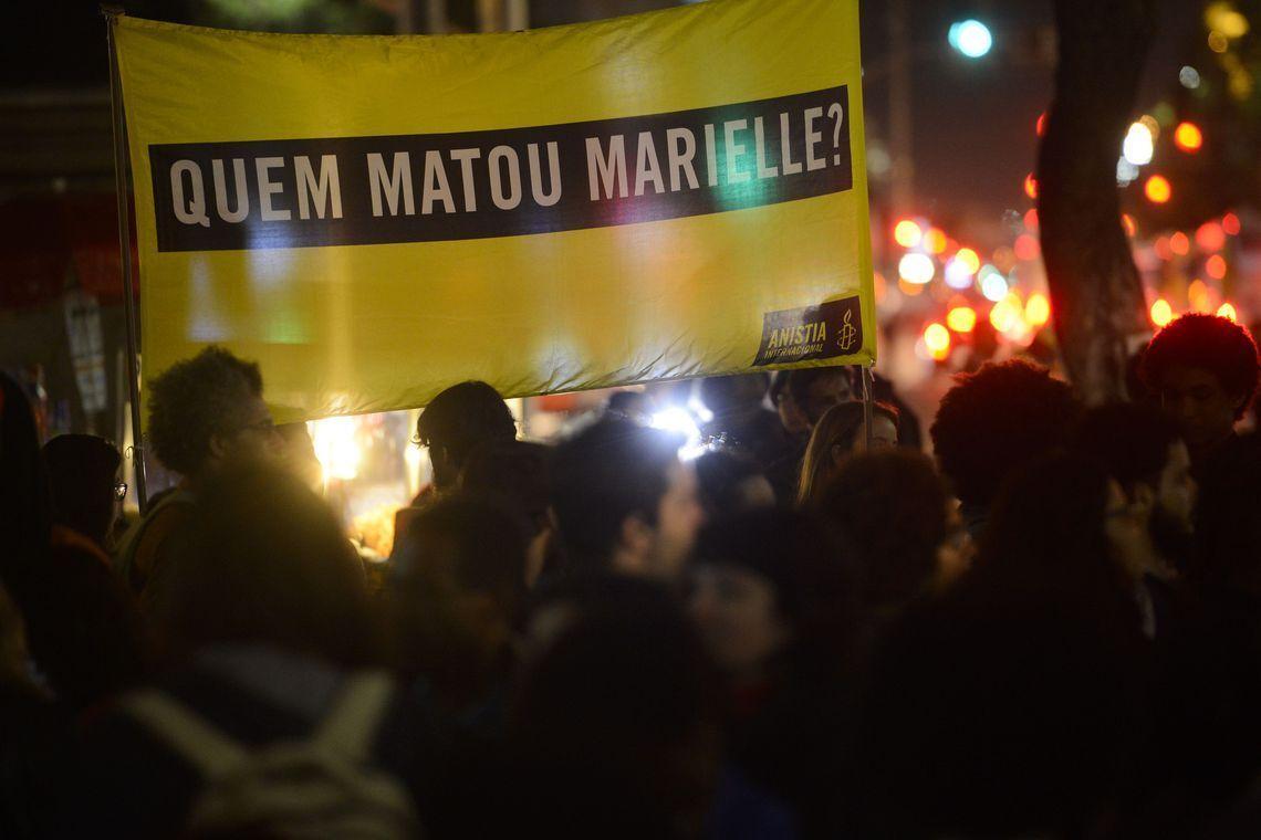 Manifestantes fazem passeata no centro do Rio de Janeiro para lembrar 120 dias do assassinato