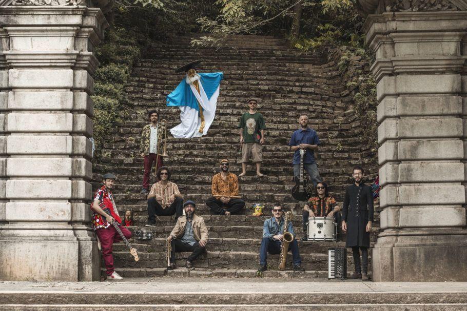 Nomade Orquestra, big band brasileira instrumental, enraizada principalmente no funk e reggae