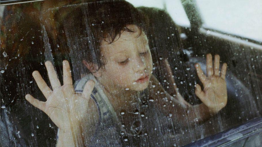 O PÂNTANO (La Ciénaga) Argentina, 2001, cor, 103 min., drama, idioma: espanhol (legendado), 14 anos. Direção: Lucrecia Martel Elenco: Graciela Borges, Sylvia Bayle e Mercedes Morán. Na Argentina, casal enfrenta um calor infernal em sua casa de campo, com os filhos adolescentes. Uma prima traz os filhos também. Quando a mulher sofre um acidente doméstico, os adultos vão para a cidade e os jovens ficam sozinhos.