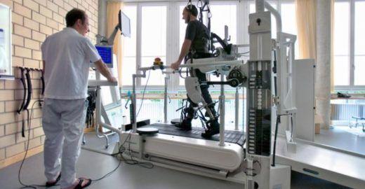 Vídeo mostra imagens de paraplégico que voltou a andar