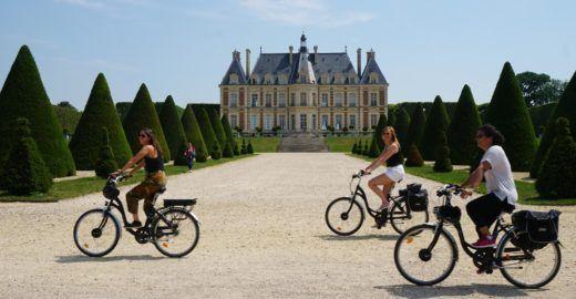 Agência oferece roteiros de bike para brasileiros na França