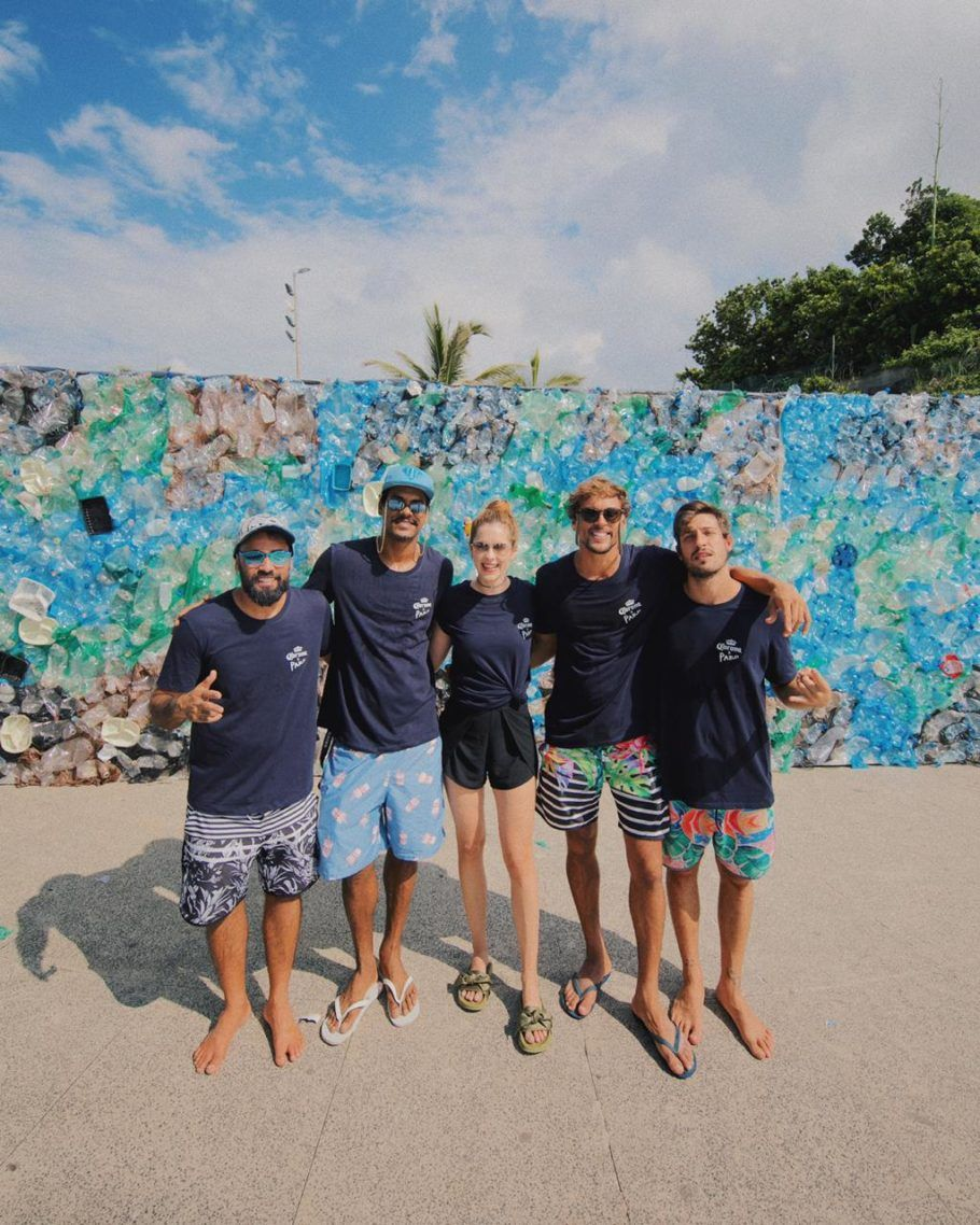 Celebridades como Sophia Abrahão participaram do projeto de combate de lixo plástico no mar