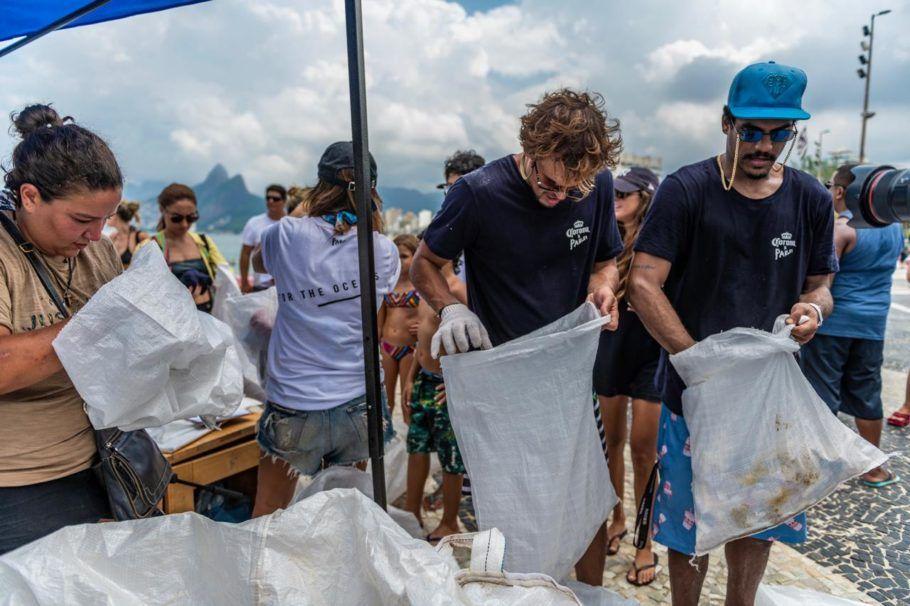 No Rio, o projeto recolheu 142 kg de lixo em uma hora e meia