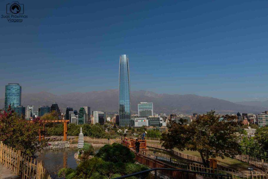 Vista de Santiago a partir do Jardim Japonês, no Parque Metropolitano