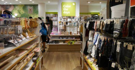 Lojas de 100 ienes (US$1) em Tóquio: tem tudo de útil e inútil