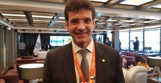 Globo: ministro de Bolsonaro exigiu cheque em branco de laranja