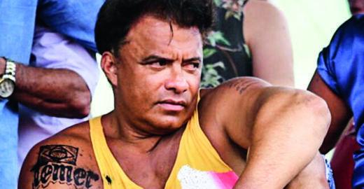 Post de apreciação da tatuagem do Temer em Wladimir Costa