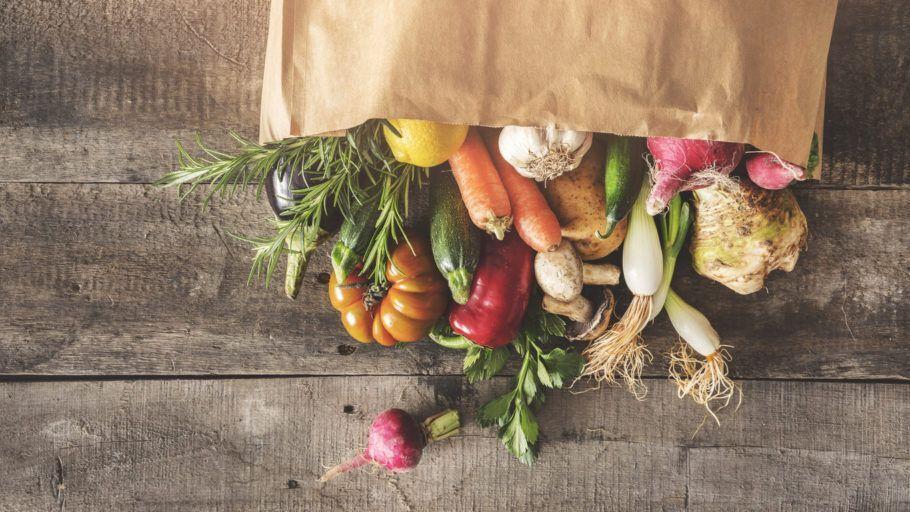 legumes em um saco de papel