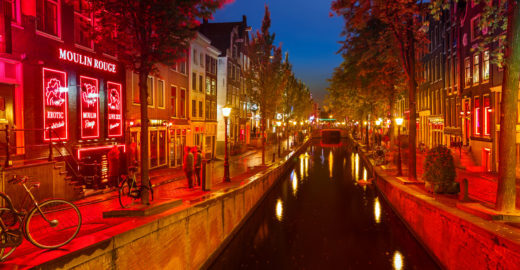 Amsterdã proíbe tours guiados no famoso bairro da Luz Vermelha