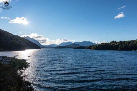 Vista de um dos lagos do Caminho dos Sete Lagos, Argentina