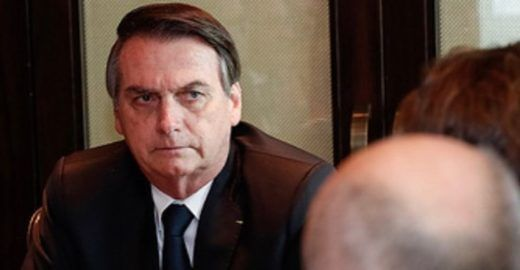 Efeito Bolsonaro: Pai espanca filho que brincava com batom em MG
