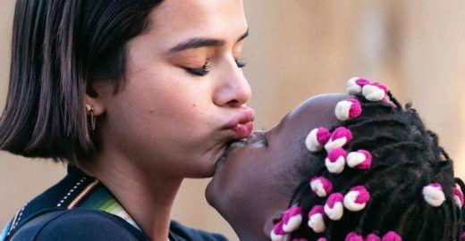 Mãe de Bruna Marquezine defende a filha de ataques na internet