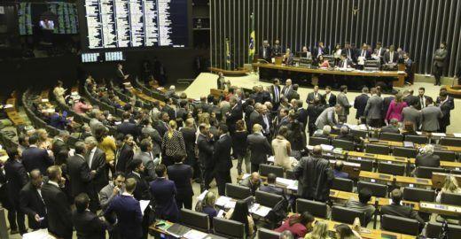 Câmara anistia partidos que não apoiaram mulheres na política