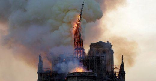 Após incêndio, França pede doações para reconstruir Notre-Dame