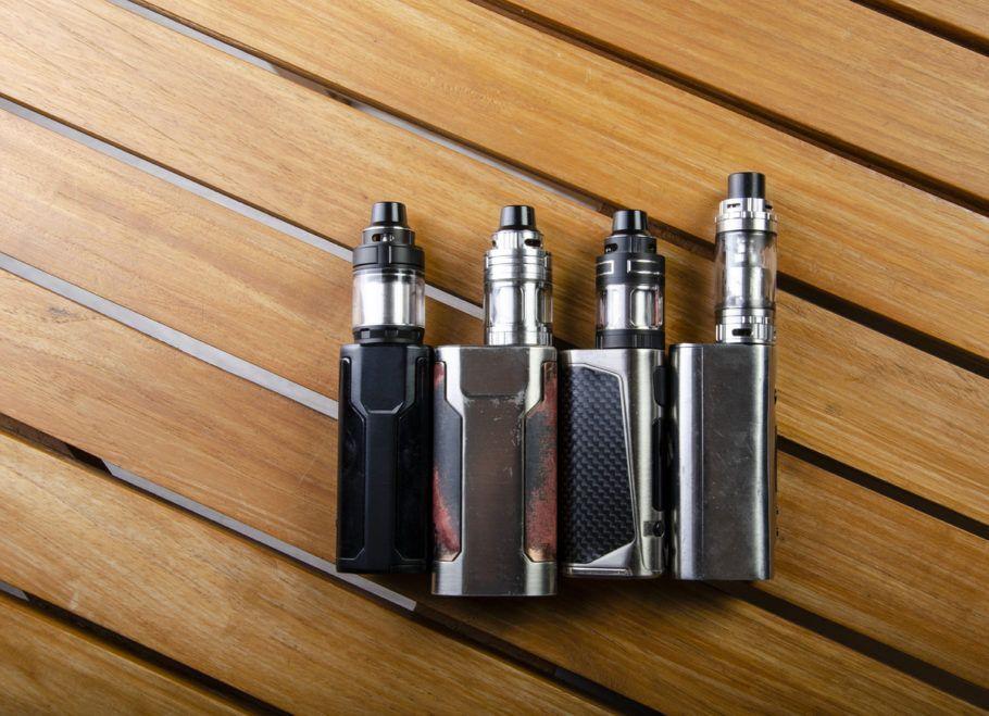 vários cigarros eletrônicos