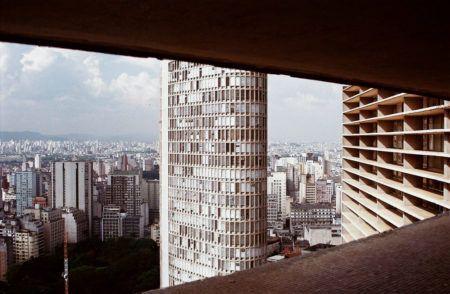 vista do terraço itália de uma janela do edifício copan