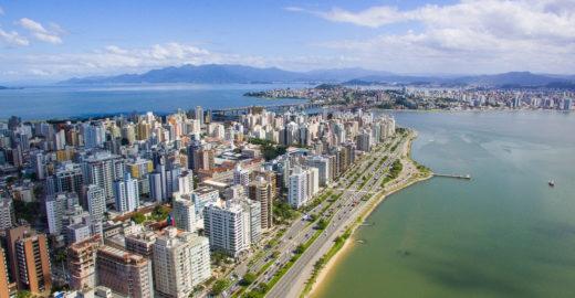 Projeto inédito está despoluindo principal baía de Florianópolis