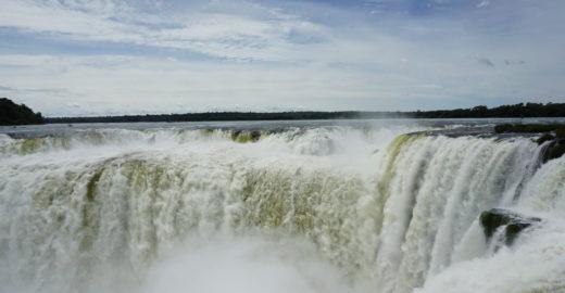 Conheça Foz do Iguaçu por terra, água e ar