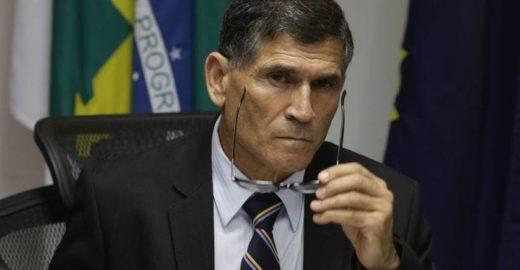 Ministro vê Bolsonaro entre a 'cruz e a espada' com caminhoneiros