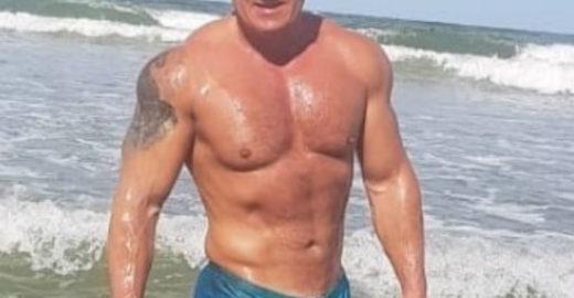 Record demite apresentador após vazar foto de sunga na praia