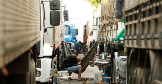 Caminhoneiros descartam greve após reunião com ministro