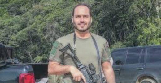 Colunista do Globo sugere contratar um babá para Carlos Bolsonaro