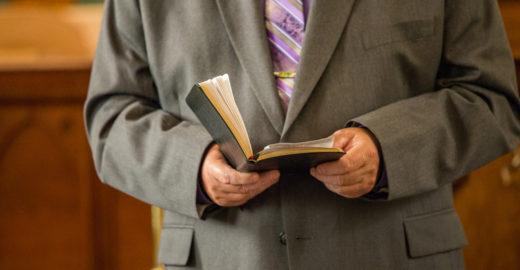 MG: Pastor é preso por abusar de mulher durante 'cura espiritual'