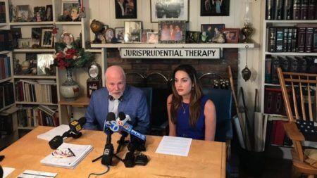 Lauren Miranda entrou com um processo contra o colégio Bellport Middle School