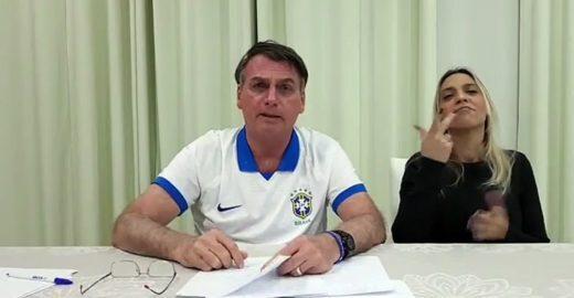 Bolsonaro diz que irá mudar 'desgraça' da Lei Rouanet