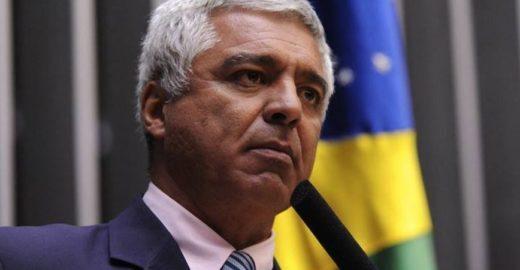 Senador aliado de Bolsonado satiriza morte de ex-presidente do Peru