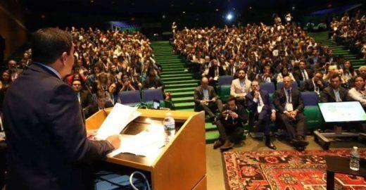 Vice de Bolsonaro é aplaudido de pé em evento em Harvard