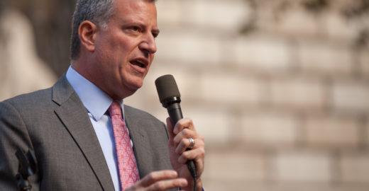 Milícias bolsonaristas atacam prefeito de NY com Fake News