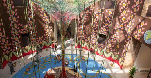 Estruturas lúdicas feitas de tecido ganham exposição na Pina