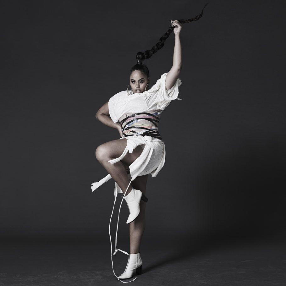 Rita Carreira (@ritacarreiraa) posa para Bob Wolfenson na mostra 'Corpos Livres', do Instagram em parceria com o Instituto Tomie Ohtake