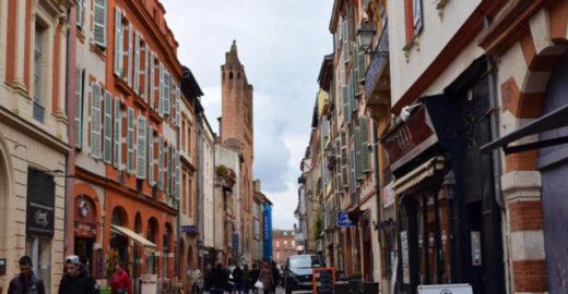 Sempre sonhou em viajar para França? Saiba como se programar