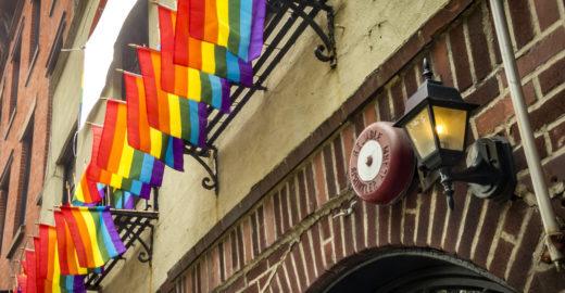 Criticado por Bolsonaro, turismo gay cresceu bem acima do setor
