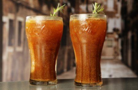 drink com coca no copo alto
