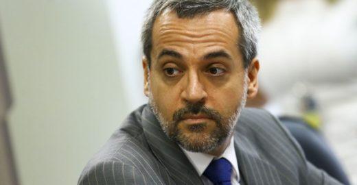 Ministro da Educação comete gafe, web não perdoa e o ridiculariza