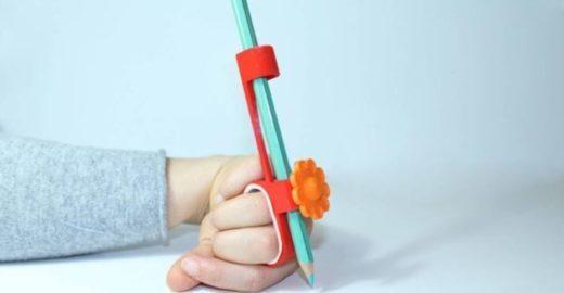 Italianos criam bike e lápis para crianças com deficiência motora
