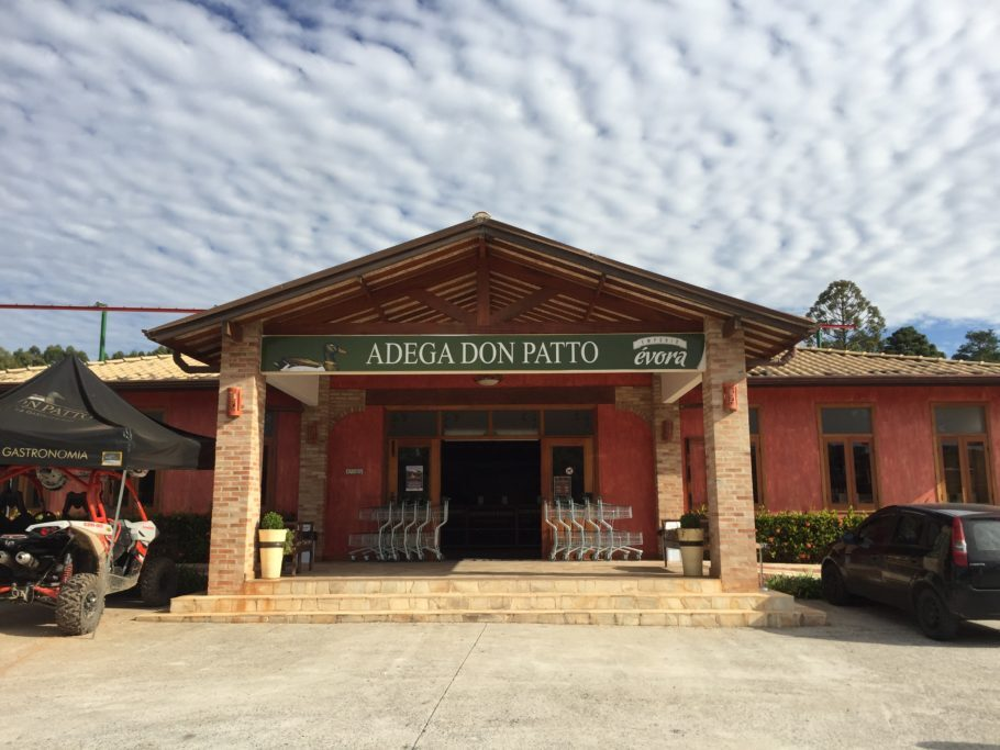 Fachada da Adega Vila Don Patto , em São Roque